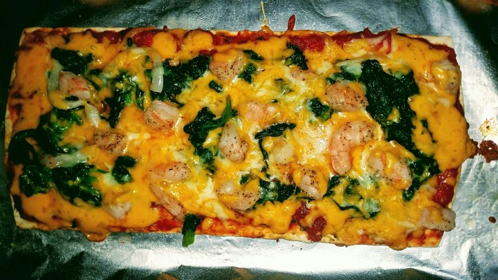 In my Kitchen // Shrimp + Spinach Pizza