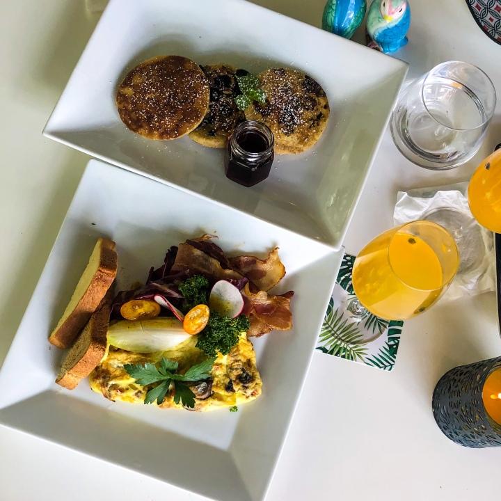 Blueberry Pancakes & Omelet, Nomad Antigua